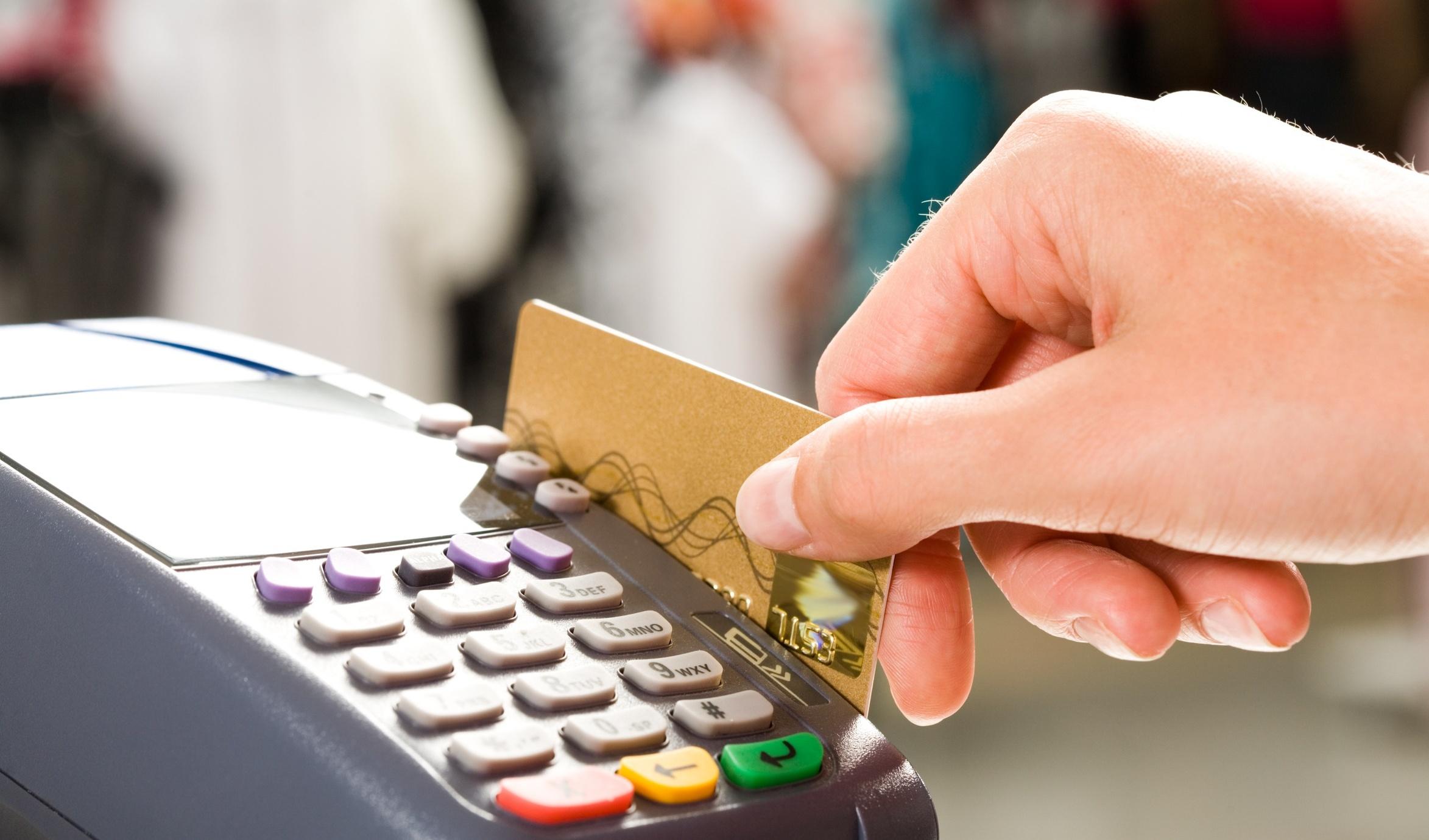 membayar dengan kartu kredit