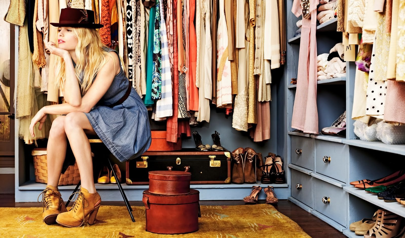 fashion item wajib wanita