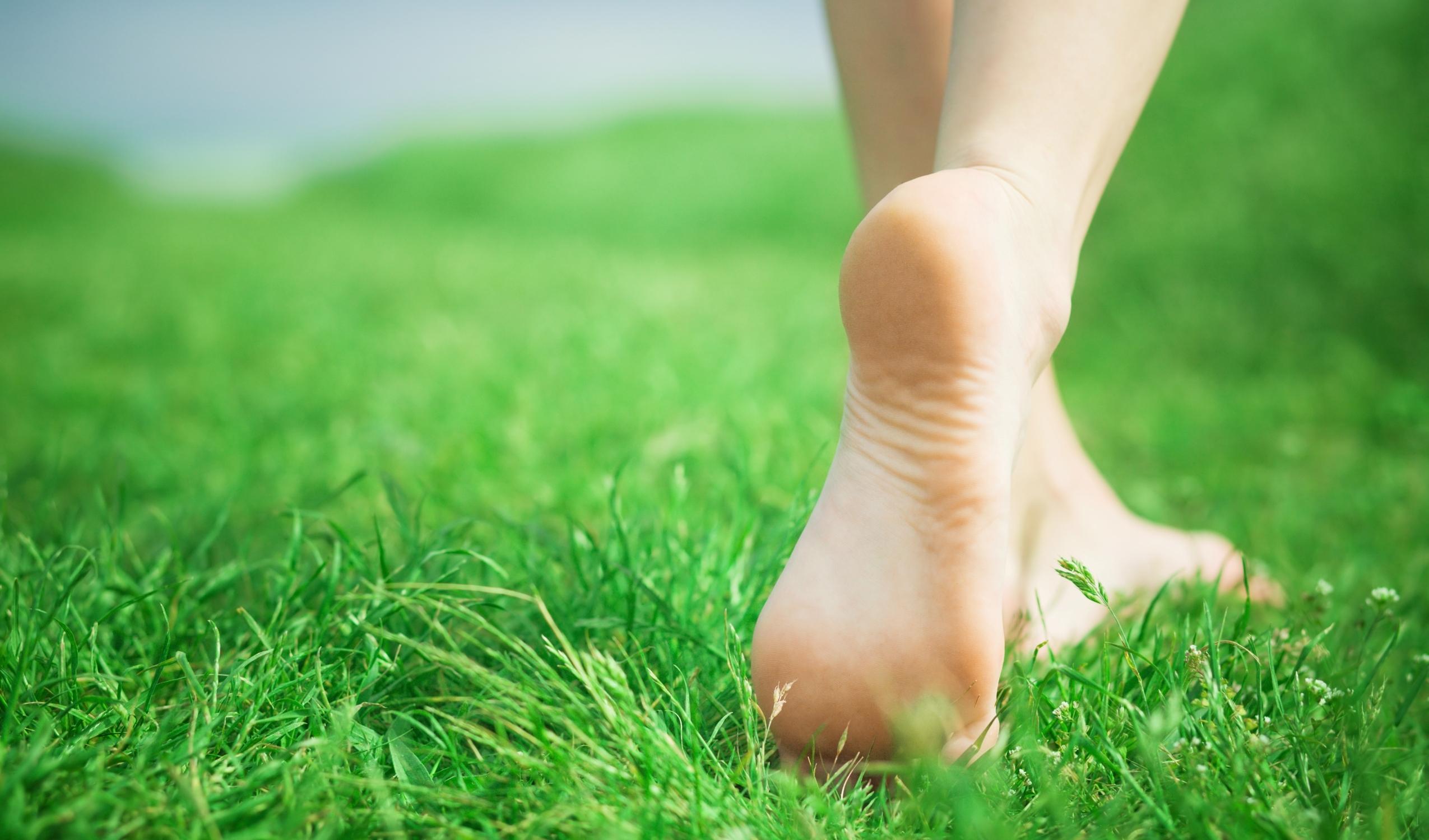 menghilangkan kulit mati di kaki